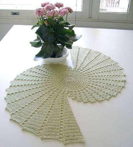 31. Alguns modelos de toalha de mesa de crochê são bem diferentes