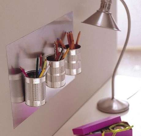 83. A lata de alumínio auxilia na organização de canetas e lápis. Fonte: ConstruindoDecor