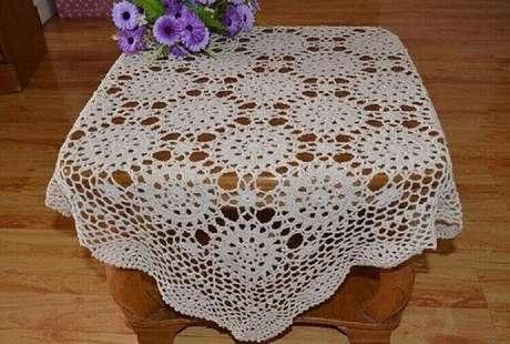41. Toalha de mesa de crochê para mesa de centro