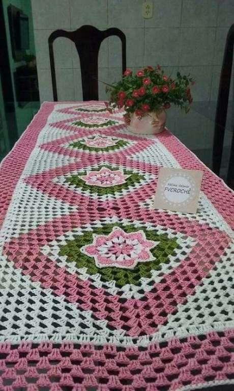 53. A toalha de mesa de crochê pode ter diversos padrões e desenhos. Foto: Pinterest
