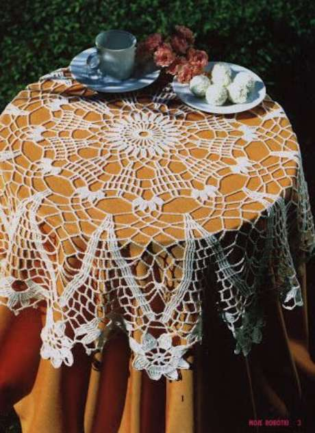 49. A toalha de mesa de crochê pode ter um forro. Foto: Pinterest