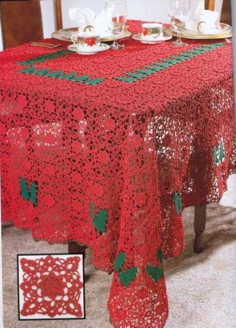 56. Esta toalha de mesa de crochê vermelha é muito chamativa. Foto: RS Sucateando