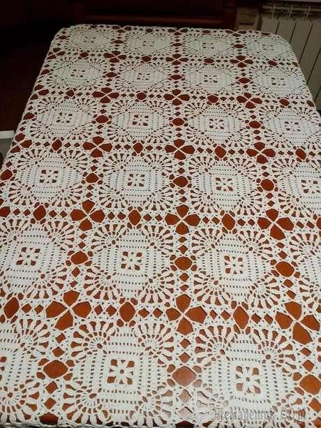 43. Toalha de mesa de crochê simples