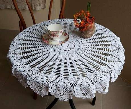 44. Toalha de mesa de crochê branca