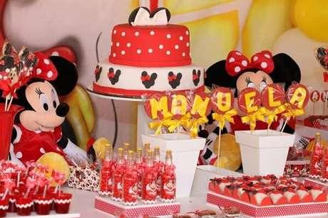 101 – Mesa de doces com o tema Festa da Minnie. Fonte: Pinterest