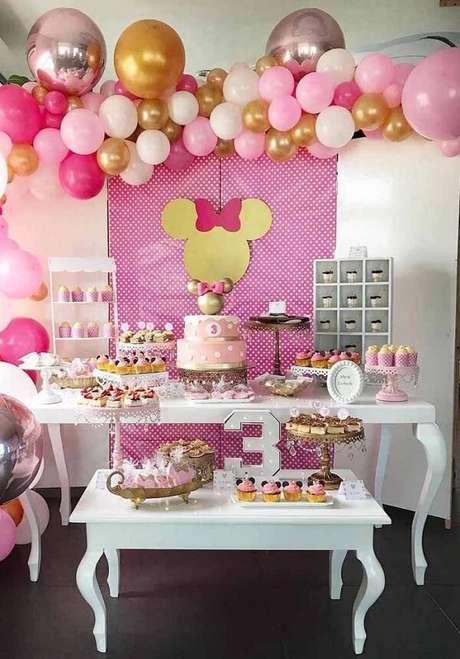 107 – Use e abuse de balões e estrutura uma linda decoração. Fonte: Pinterest