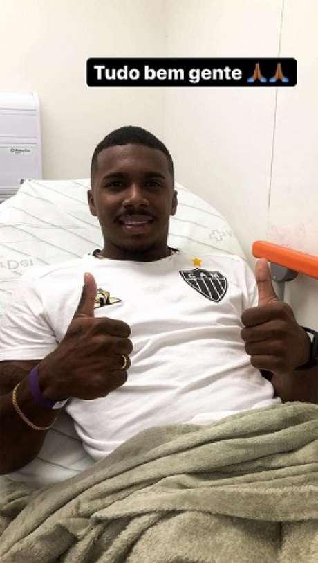Marquinhos postou que está tudo bem com ele após o susto no jogo contra o Botafogo- (Reprodução/Instagram)