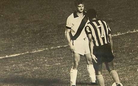 Coronel travou duelos históricos com Garrincha nos clássicos entre Vasco e Botafogo (Reprodução)