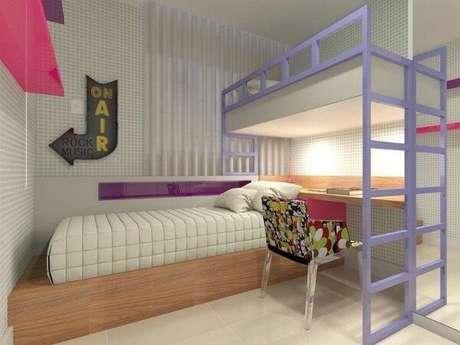 57. A beliche com escrivaninha otimiza quartos pequenos. Fonte: Pinterest