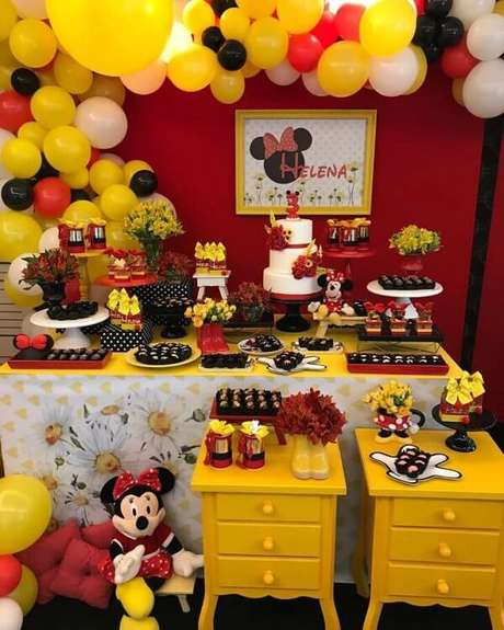 52 – Use amarelo na decoração de festa da Minnie. Fonte: Tua Casa