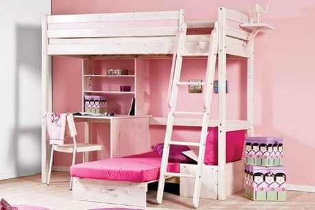42. Beliche infantil com escrivaninha de madeira