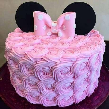 50 – Bolo decorado com o tema de festa da Minnie. Fonte: Inspire sua Festa