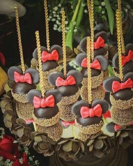 12 – Cakepops para festa da Minnie. Fonte: A Mãe Coruja