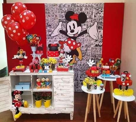 8 – Para festa da Minnie simples use a cômoda como base para o bolo. Fonte: Pinterest