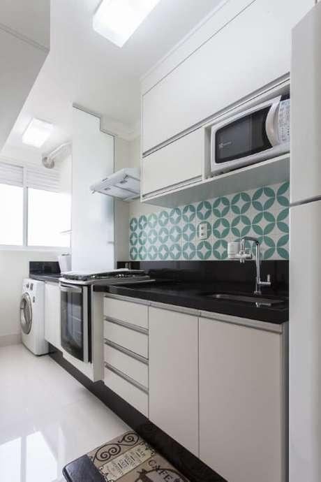 6. O azulejo azul Tiffany e branco deixa o projeto de TT Interiores mais alegre