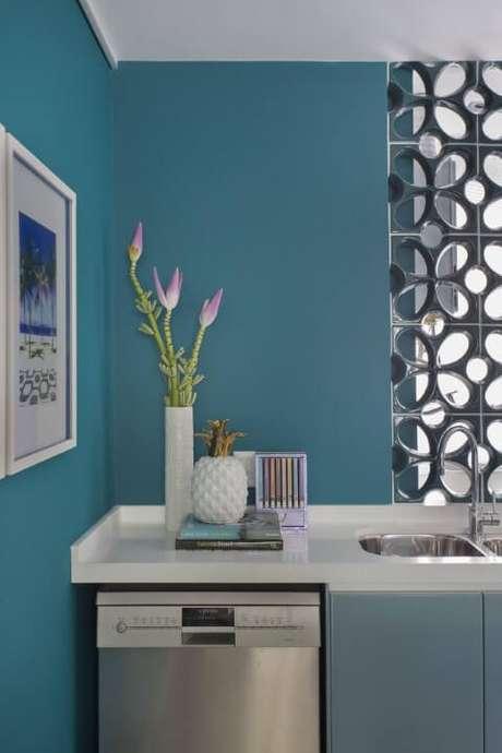 14. Paredes azul Tiffany, deixando a cozinha mais moderna. Projeto de Yamagata
