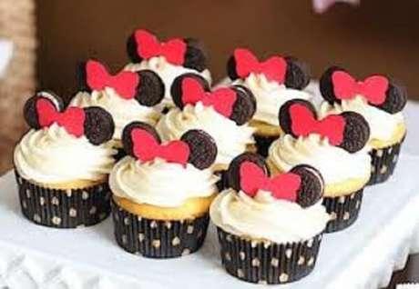 59 – Cup cake com orelhas de bolacha negresco para festa da Minnie