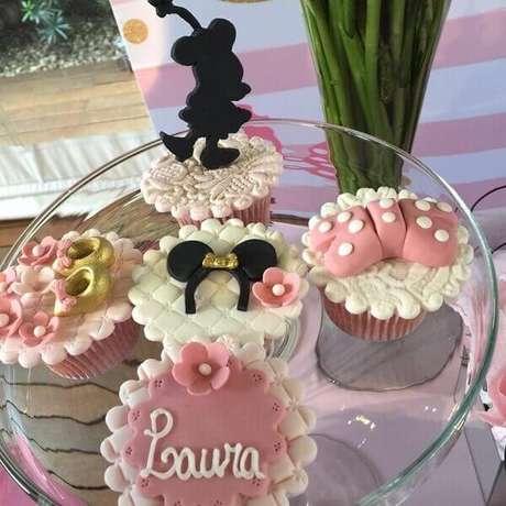 91 – Cup cake super elaborado para a mesa do bolo. Fonte: Encontrando Ideias