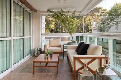 14. O modelo dos móveis para varanda podem influenciar muito na decoração final – Foto: Assetproject