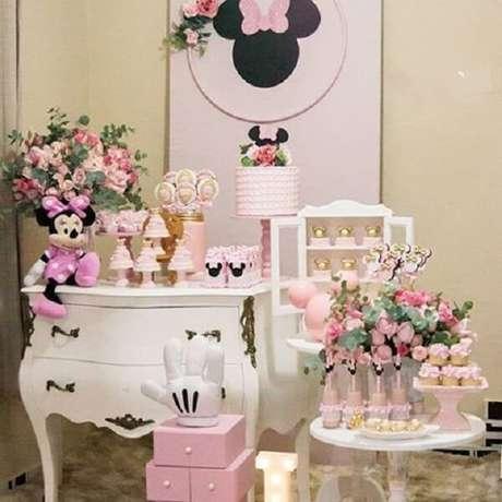 14 – Decoração clean para festa da Minnie rosa. Fonte: Pinterest