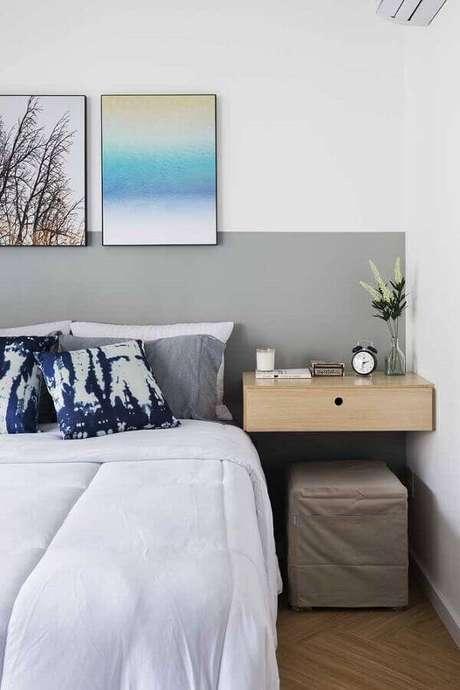 8. Decoração cinza com parede cinza quarto com criado mudo suspenso – Foto: Architecture Art Designs