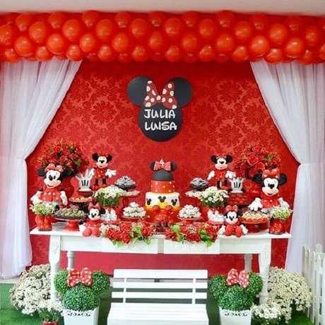 16 – Decoração de mesa para festa da Minnie vermelha. Fonte: Pinterest