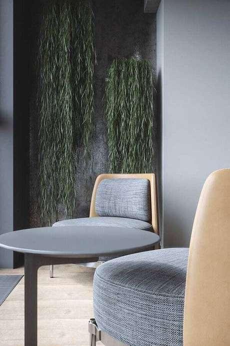 17. Decoração moderna com parede cinza – Foto: Maurício Gebara Arquitetura