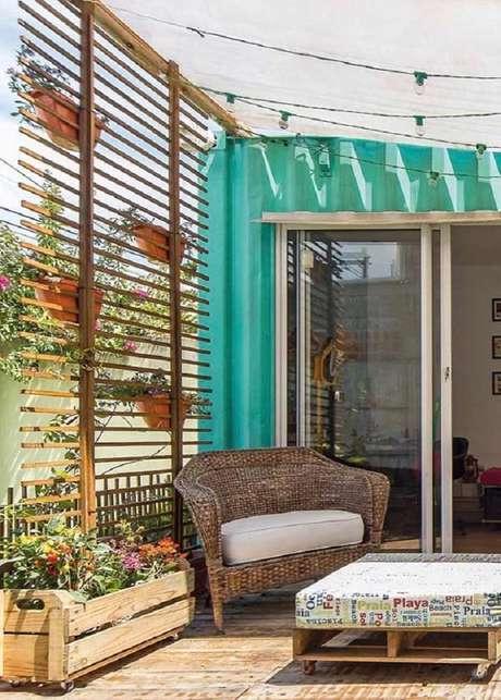45. Decoração rústica com móveis para área externa e móveis para varanda. – Foto: Pinterest