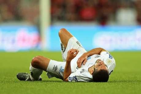 Santos perde para o Athletico na Arena da Baixada.