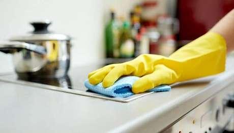 3. Não deixar acumular a sujeira na cozinha é uma das principais dicas de organização do lar – Foto: Total Organização