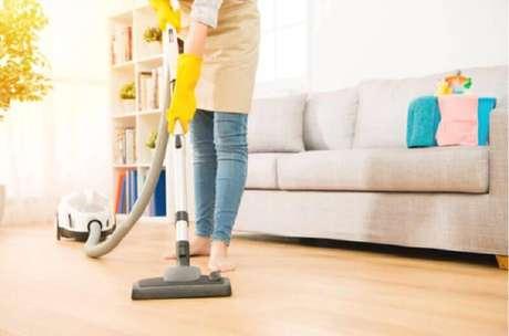 5. Mantenha a sala de estar sempre organizada evitando deixar itens espalhados pelo ambiente – Foto: Blog SEPAC