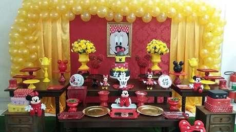 15 – Decoração para festa da Minnie mesclando as cores vermelho, amarelo e preto. Fonte: Elo 7