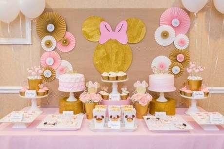 112 – Decoração em rosa e dourado encanta os convidados. Fonte: Dcore Você