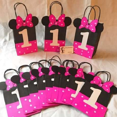 35 – Sacolinha para lembrancinha com o tema da festa da Minnie rosa. Fonte: Etsy