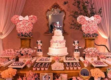 117 – Festa da Minnie com arranjos florais incríveis. Fonte: Ficar Grávida