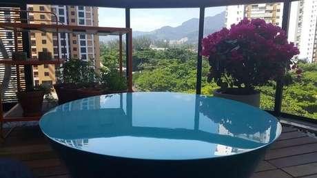 64. Mesa de centro azul Tiffany. Projeto de Lucio Nocito