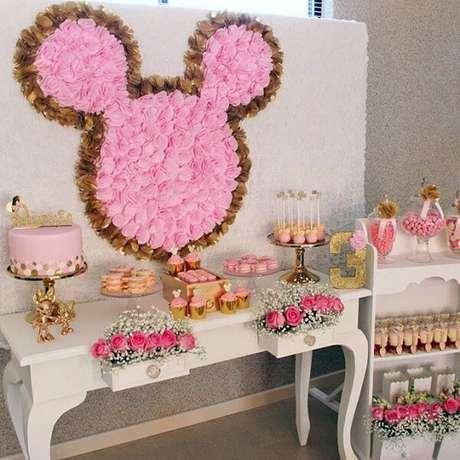 119 – As rosas trazem delicadeza para a decoração da festa da Minnie. Fonte: Pinterest
