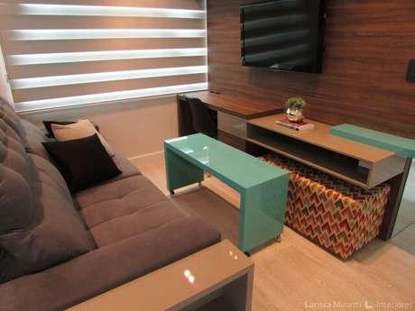 38. Móvel azul Tiffany na sala de TV. Projeto de Larissa Minatti