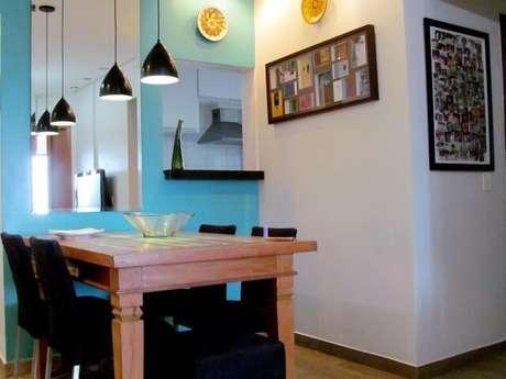 20. A combinação do azul Tiffany com o preto deixa o ambiente com aparência moderna. Projeto de Ionara Oliveira