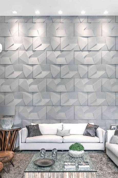 4. Decoração neutra e moderna para sala com parede cinza com revestimento 3D – Foto: Pinosy