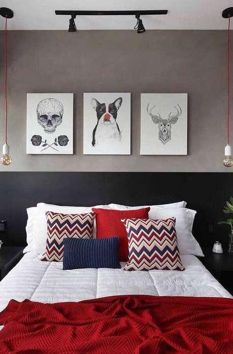 45. Quarto moderno decorado com parede cinza, pendente minimalista e trilho de luz – Foto: Pinterest