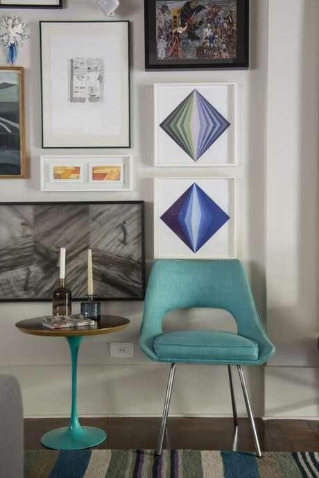 67. Pé da mesa e cadeira azul Tiffany. Projeto de AMC Arquitetura