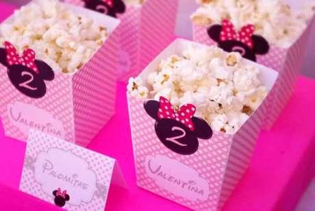 76 – Vai uma pipoca ai? Utilize esses suportes na decoração de festa da Minnie. Fonte: Dicas da Japa