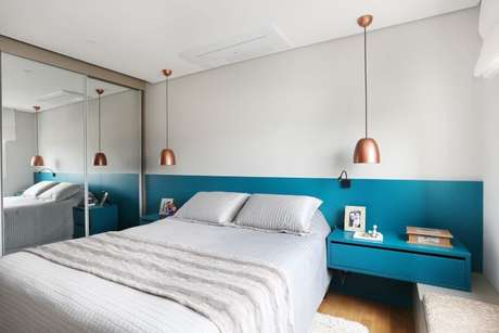 8. O azul Tiffany combina perfeitamente com os pendentes metálicos. Projeto de Esther Zanquetta