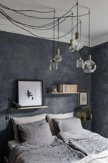 47. Quarto decorado com pendente minimalista e parede cinza – Foto: Coco Lapine Design