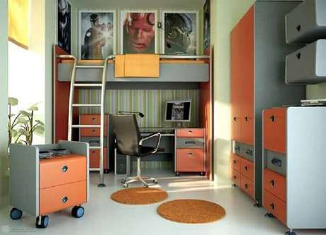 48. Decoração em tons de laranja para quarto planejado com beliche com escrivaninha embaixo