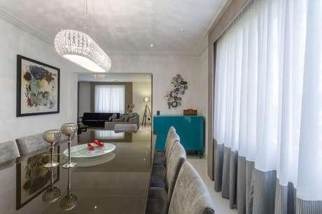 68. Buffet azul Tiffany em sala de jantar. Projeto de Helen Granzote