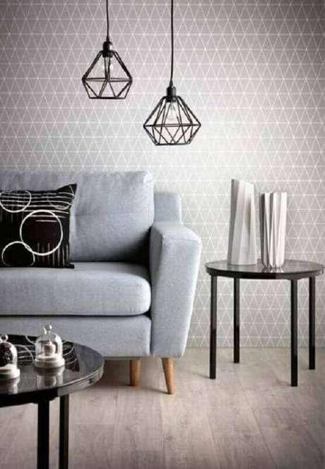 58. Sala moderna decorada com pendente aramado e papel de parede cinza – Foto: Jolie Living room Blog
