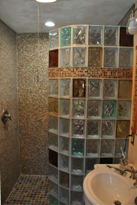 73. O tijolo de vidro colorido é muito popular. Foto: Innovate Building Solutions