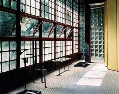 47. Tijolo de vidro em espaço comercial